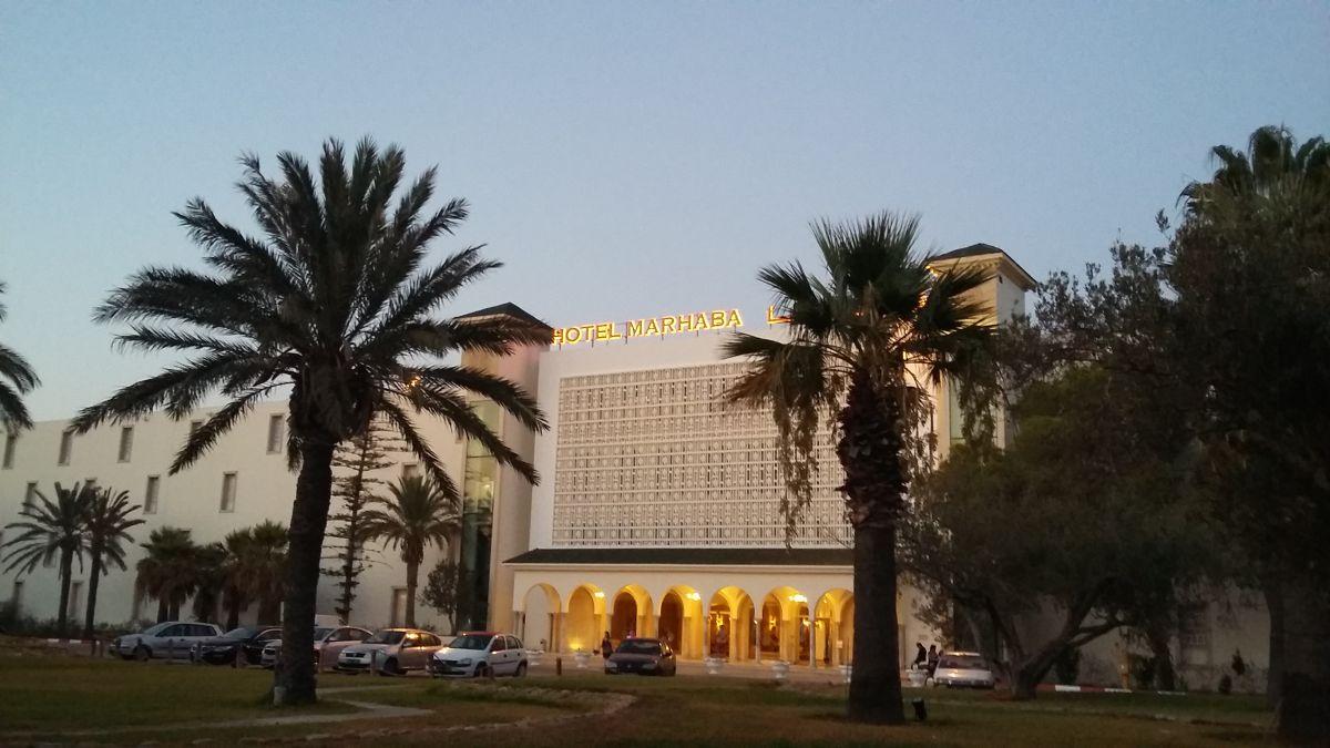 Marhaba hotel před hotelem