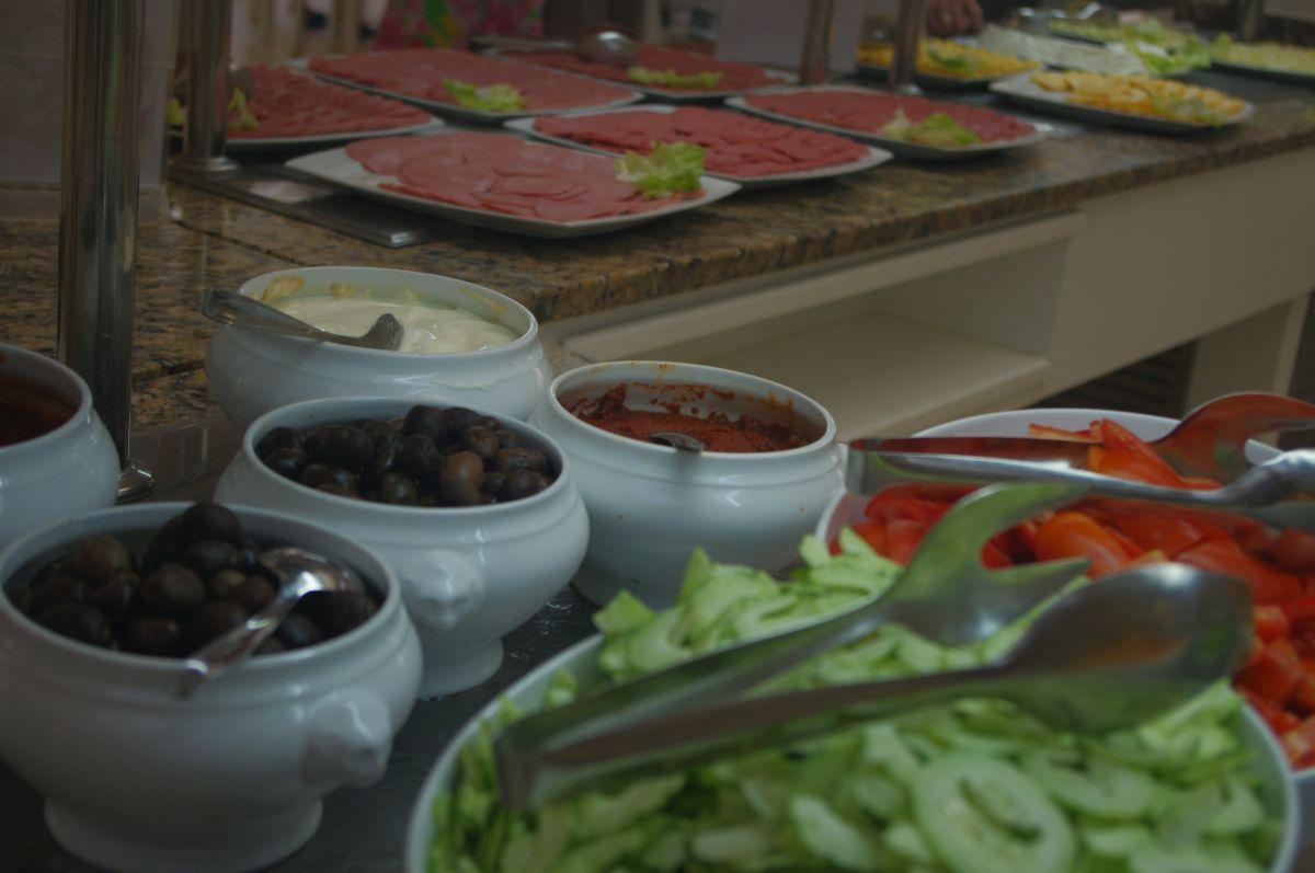 jídlo v Marhaba Resortu