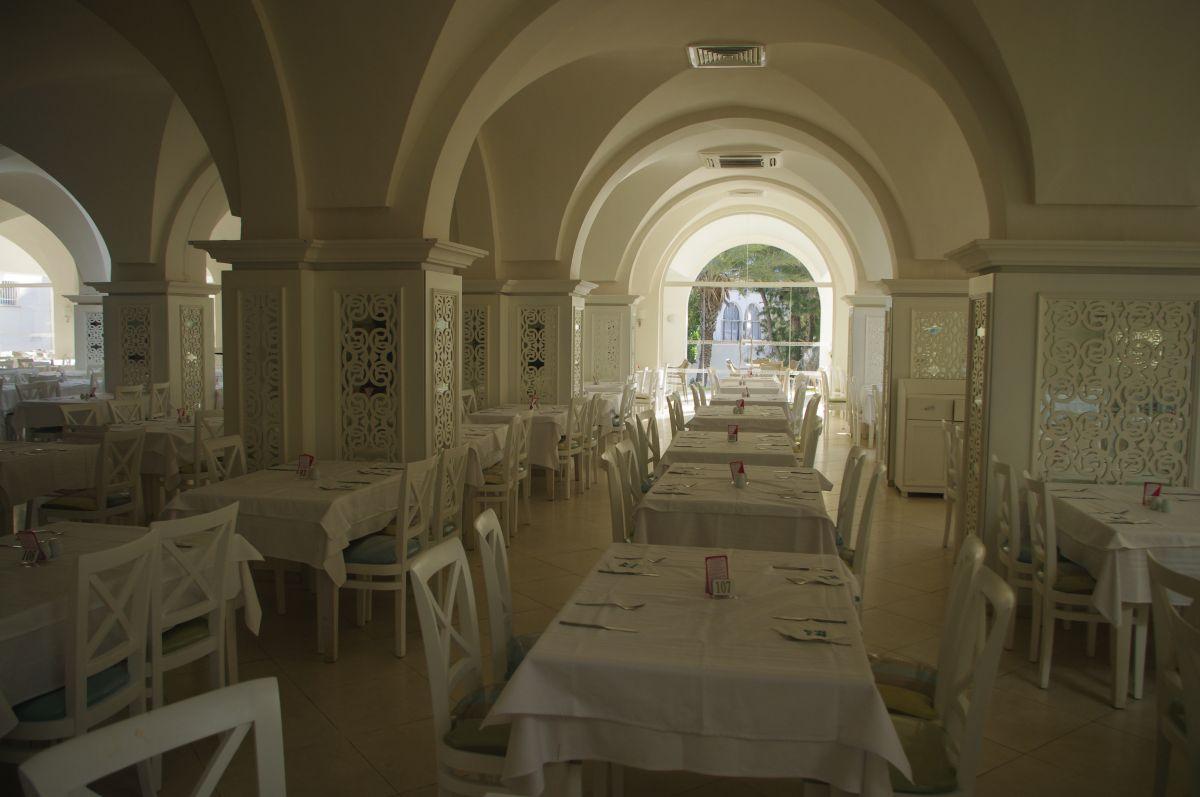 jedna ze dvou jídelen v Marhaba resortu